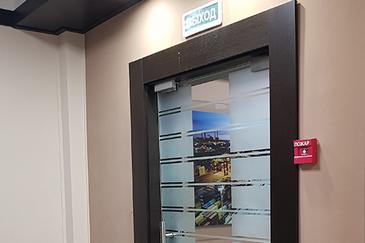 современные офисные двери
