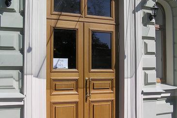 Исторические двери из массива