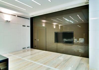 Переговорная комната в стиле хай-тек