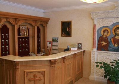 Мебель для гостиницы при храме. Стойка ресепшн.